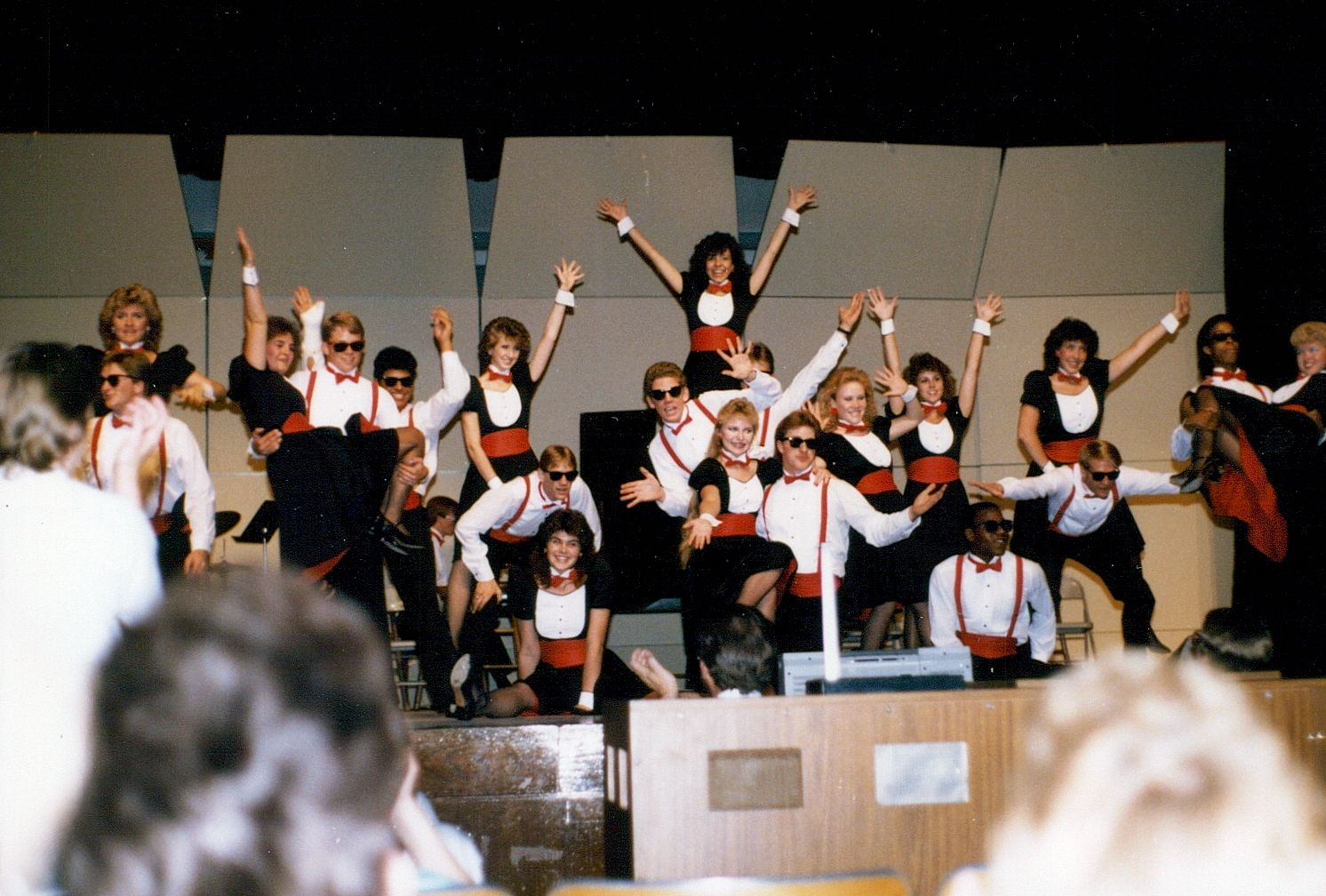 Photo of choir, Montage 1985-1986